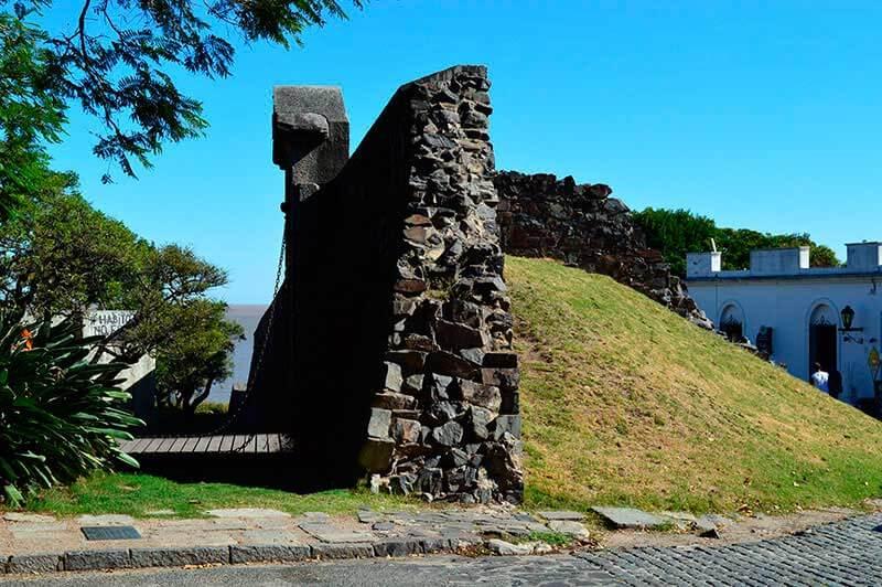 paseo-guiado-por-el-barrio-historico-de-colonia-del-sacramento-1