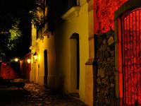 Noche en el barrio histórico de Colonia del Sacramento